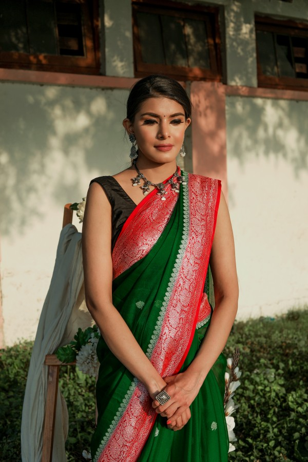 Handwoven green colour banarasi Georgette saree with contrasting border