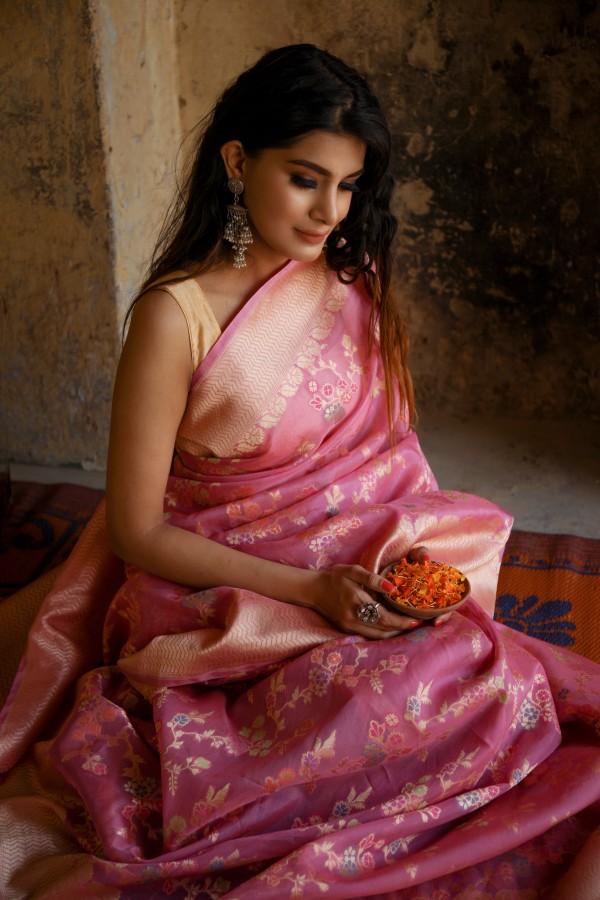 Handwoven pink  colour  banarasi Organza saree